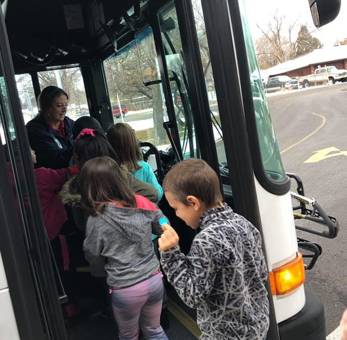 "Klamath kids ""Meet the Bus"""